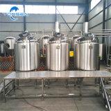 異なったタイプのビール装置の発酵タンク