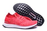 La versión verdadera ultra libierta alza los zapatos del deporte del 1:1 con color rosado