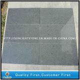 Piedra gris oscura flameada del granito de G654 Padang para pavimentar/jardín