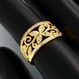 Nam de Gouden Ring van het Zirkoon van de Bloem toe