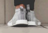El color negro y gris Nmd popular de la manera se divierte los zapatos