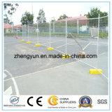 A construção senta a cerca do metal do perímetro/cerca provisória (a fábrica)