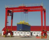 콘테이너를 위한 레일을 설치하는 이동할 수 있는 항구 기중기