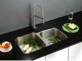 ステンレス鋼の台所の流し、鋼鉄流し、台紙の倍ボールの台所の流しの下のステンレス鋼