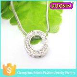 結婚式の銀製の宝石類の一定の合金の無限水晶魅力の花のネックレス