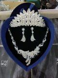 Sets der Form-Ohrring-Kronen-Halsketten-drei für Brauthochzeit