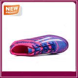 方法新しい人の屋外のサッカーのフットボールの靴