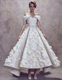 del vestido de boda del hombro con las flores 3D y la falda de la longitud del té de la flama