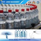 Água completa o equipamento de envase e embalagem