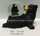 Polyresin schwarzer Bär mit Schnee-Kugel