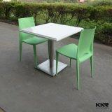 Tabela e cadeiras de superfície contínuas modernas do restaurante