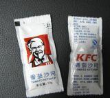 Небольшой пакет продуктов питания машины для заливки масла