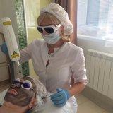 Crème de carbone Q Switched ND YAG LASER pour la dépose de la pigmentation de traitement de tatouage visage noir de carbone Whitenning Gel Peeling Rajeunissement de la peau de carbone