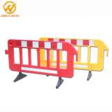 使用された道の障壁のプラスチック、交通安全の塀のバリケード