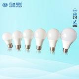 A luz de LED preço barato 15W Globle alumínio revestido de plástico A60 lâmpada compacta
