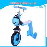 点滅の車輪の子供のフィートの蹴りのスクーターのバイクが付いている中国の子供のスクーター