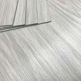 Vinylfliese, die 2mm Stärken-haltbaren natürlichen Vinylplanke-Bodenbelag ausbreitet