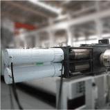 Trituración de peletización y en una máquina de trozos de plástico reciclado