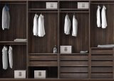 회색 미끄러지는 옷장 침실 옷장