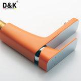 中国の工場高品質の真鍮の熱い販売の普及したオレンジ浴室の立水栓