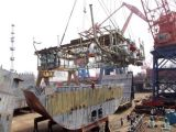 O quarto do Sandblasting da seção do navio, maquinaria do sopro de areia