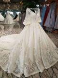 Cavidade nova da chegada no vestido de casamento longo da luva do cetim