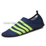 Le bain aux pieds nus de chaussures de l'eau de chaussures d'Aqua de mode classique chausse des chaussures de peau de chaussures de plage de chaussures de yoga