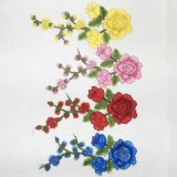 Particolari del fiore del ricamo per la fabbricazione del panno