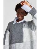 Damen arbeiten schweren Winter-Strickjacke-Pullover mit Kabeln um