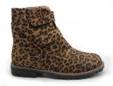O tornozelo morno da cópia do leopardo do inverno da menina dos miúdos das crianças carreg sapatas