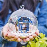 Bola de cristal con regalo de madera del Año Nuevo de la casa de muñeca de DIY el mejor