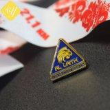 工場価格のOEM Custom Metal Companyのロゴの折りえりPinのバッジ