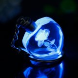 恋人のためのギフトとして中心の形の美しい3Dレーザーの水晶キー鎖