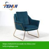 Cadeira de lazer com estrutura metálica Velvet poltrona na sala de estar do Hotel e Home