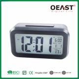 Pantalla LCD grande Reloj digital con función Snooze y la iluminación de Ot3316