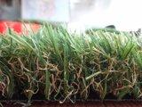 高品質の庭およびスポーツの運動場のためのプラスチック人工的な泥炭の草のマット