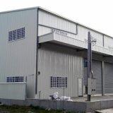 Edificio prefabricado de dos pisos con escaleras de acero pintado