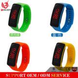 Yxl-147熱い販売メンズレディースゴムLED腕時計の日付はブレスレットのデジタル腕時計を遊ばす