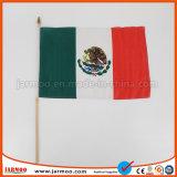 Sport personnalisées en agitant la main d'un drapeau avec pôle