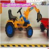 Езда малышей автомобиля игрушки батареи на младенце игрушек сидит автомобиль