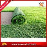 Jardín que ajardina la cerca artificial de la hierba