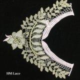 merletto dorato elegante del collare della camicetta di 36*32cm, merletto di Venise del collare del foglio floreale del ricamo dell'oro per il banchetto Hme932