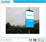 Rua Pólo da potência solar que anuncia o quadro de avisos que anuncia a placa