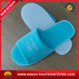 Устранимые тапочки раскрывают тапочки перемещения складчатости тапочки гостиницы пальца ноги