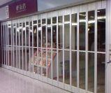 Transparente schiebende Falz-Tür