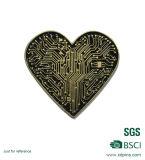 Античный серебряный значок формы сердца влюбленности гальванического омеднения золота