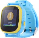 腕時計を追跡しているタッチ画面の子供GPS