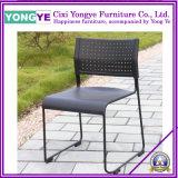 L'empilage de chaises en plastique /Hôtel empilable chaise/chaises de banquet de plein air