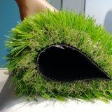 庭の人工的な泥炭の草のマット