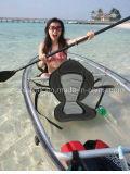 Transparentes PC Meer, das freies Fischen-Kajak-Kanu mit Paddel bereist